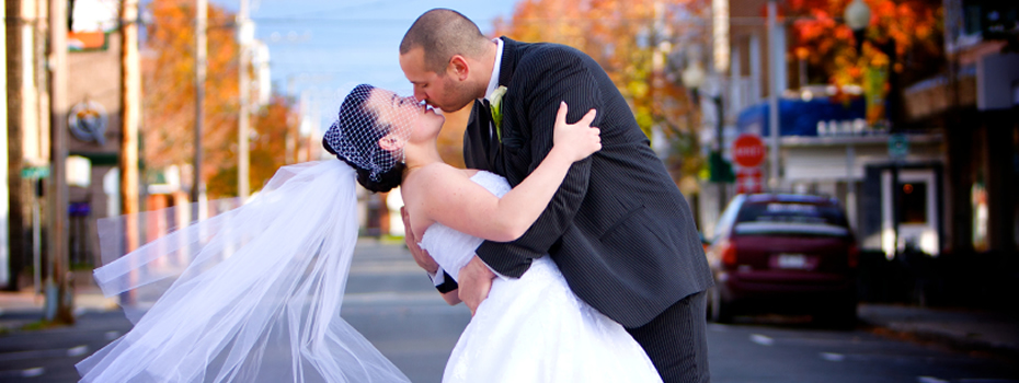 Wedding couple kissing in toronto street